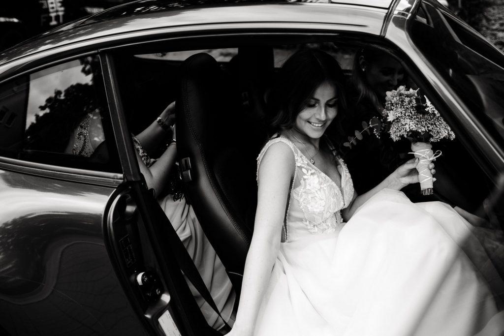Hochzeitsfotograf auf dem Weg zur Trauung in der Hafenkäserei