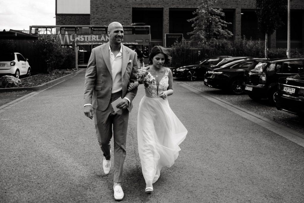 Auf dem Weg zur Hochzeit in der Hafenkäserei in Münster